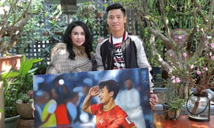 Buổi gặp gỡ cuối năm ấm áp giữa Diva Thanh Lam và cầu thủ Bùi Tiến Dũng
