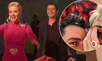 Orlando Bloom chính thức cầu hôn Katy Perry bằng nhẫn kim cường hồng vào đúng ngày lễ tình nhân