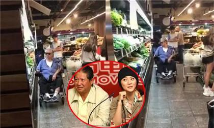 """""""Tình già của Phạm Băng Băng"""" gầy xọp, phải ngồi xe lăn đi chợ ở tuổi U70"""