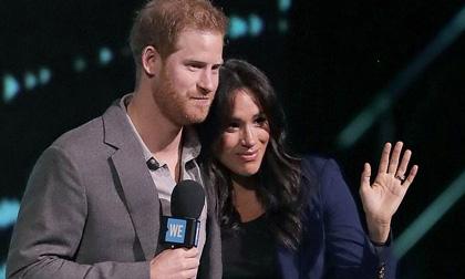 Sau khi bị cô lập trong sự kiện Hoàng gia Anh, Harry làm điều bất ngờ dành cho vợ bầu Meghan giữa hàng nghìn người