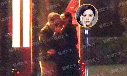 Phạm Băng Băng bị bắt gặp ôm hôn người đàn ông lạ lúc nửa đêm