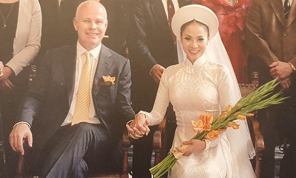Sau khi tiết lộ mặt con, Thu Minh lần đầu khoe ảnh cưới bên chồng Tây
